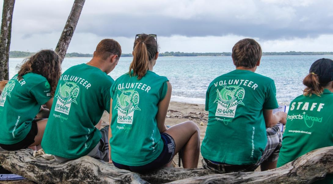 A group of Projects Abroad volunteers prepare for helping with shark conservation in Fiji for high school students